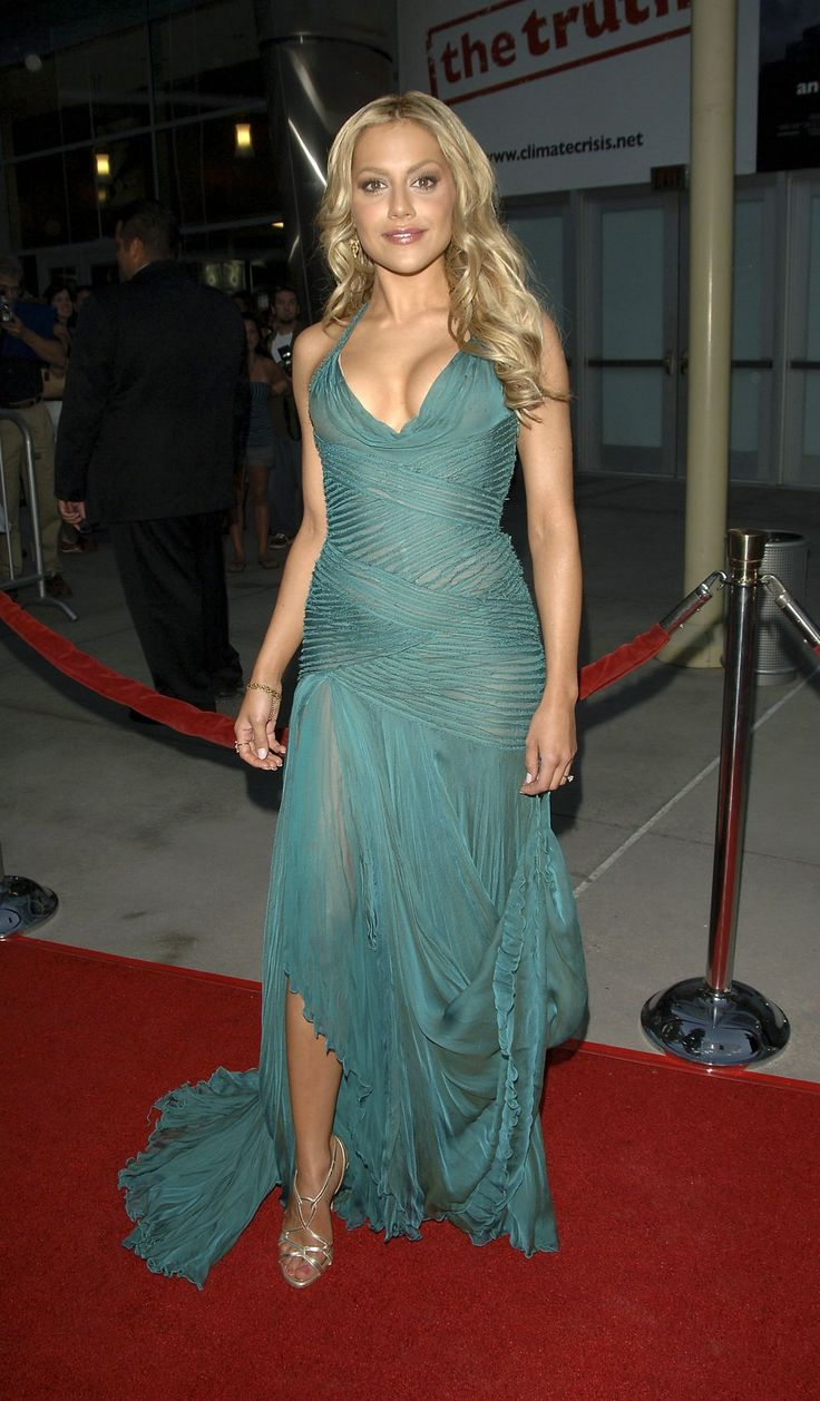 Britney Murphy (Nov 10, 1977 - Dec 20, 2009) Died from pneumonia and anaemia. (age 32)