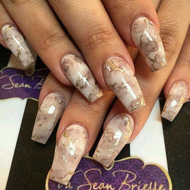 My favorite; light brown marble and gold!  . . #nailinspo #nails #nailart #nail #nailsart #pinterest #inspo