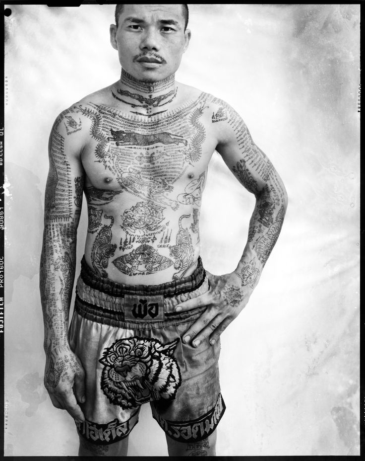 Yantra: Muay Thai boxer, Bangkok. © Cedric Arnold. Courtesy Galerie Olivier Waltman.
