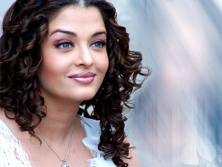 Indian Glamour Girl Aishwarya Latest Wallpapers and Stills