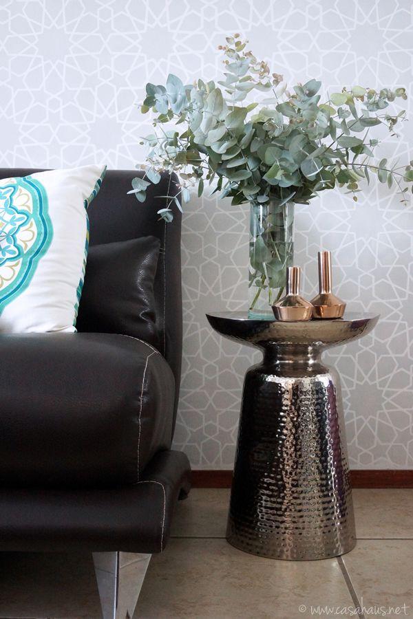 Moroccan inspired living room with eucalyptus branches / Decorando con hojas de eucalipto en nuestra sala // Casa Haus