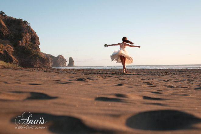 Bride on the beach| Alma J Bridal| Beach Wedding| Sunset Wedding| Barefoot Bride| Natural| Bride in the Moon | Auckland Photographer Anaïs Chaine