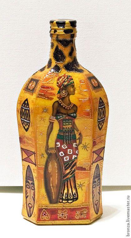 Купить или заказать Декоративная бутылочка 'Под небом Африки' в интернет-магазине на Ярмарке Мастеров. Бутылка выполнена в технике декупаж. Расписана контурами. Покрыта стекловидным лаком. Станет оригинальным подарком к любому торжеству. Свеча в подарок. Мотив может быть любым. (блики от стекла, поэтому мотив немного …