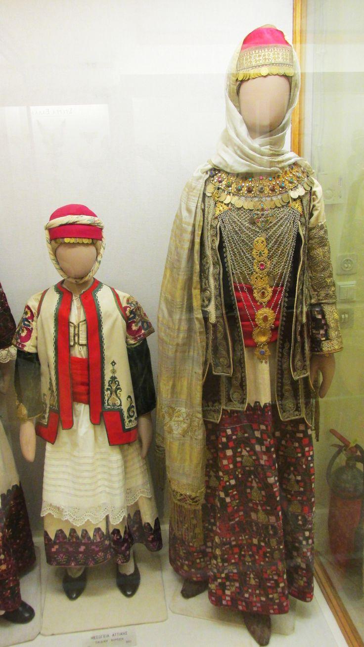 Παραδοσιακή γυναικεία και παιδική φορεσιά απο τα Μεσόγεια Αττικής./(Εθνικό Ιστορικό Μουσείο,Αθήνα)