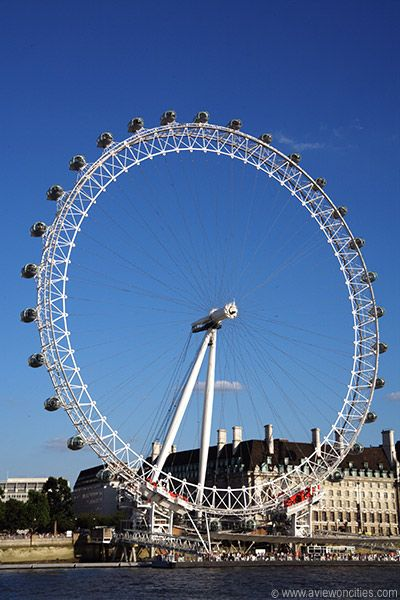 Outside text recommendation for The London Eye Mystery, by Siobhan Dowd. London Eye millenium Wheel.