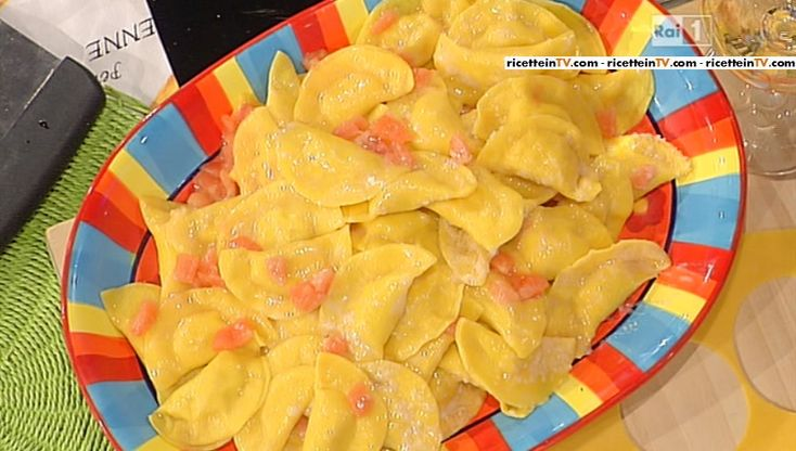 La ricetta delle mezzelune di ricotta e mortadella con pomodorini di Alessandra Spisni del 9 marzo 2015 – La prova del cuoco