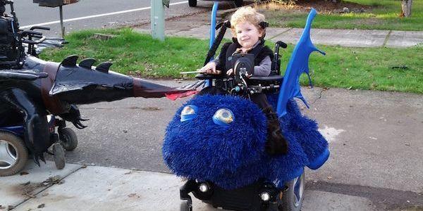 I fantastici costumi di Halloween per i bambini sulla sedia a rotelle (FOTO)