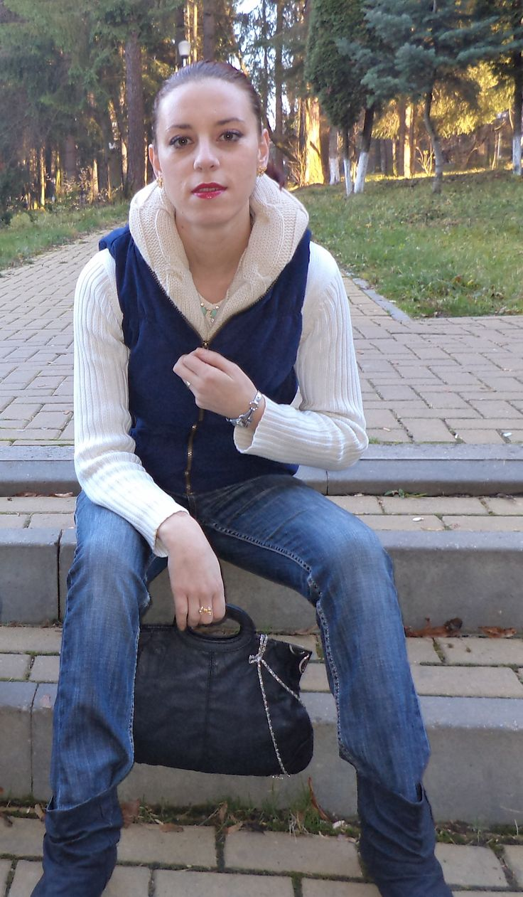 http://www.sheinside.com/Navy-Hooded-Sleeveless-Zipper-Cotton-Outerwear-p-143458-cat-1735.html#box-review