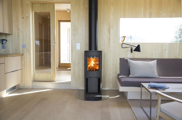 Jøtul F 130-series is a modern and stylish designed woodstove. For houses with a low energy demand, this stove is an ideal option. Image: Jøtul F 134