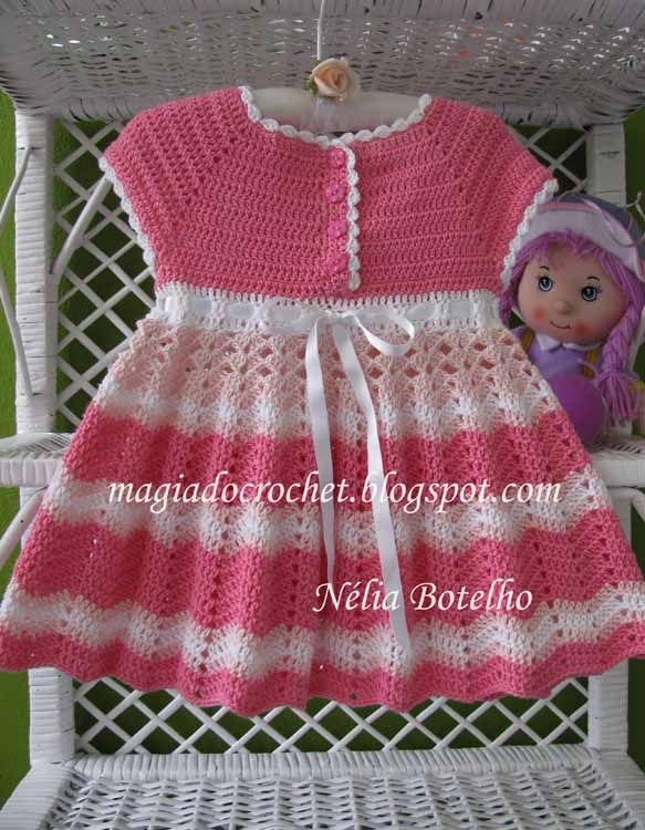 Vestido em crochet para bebé em http://magiadocrochet.blogspot.com