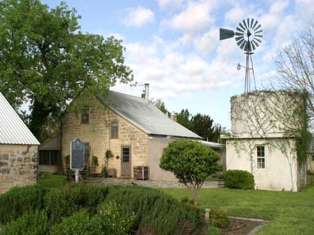 1000 images about texas hill country old farm houses on for Country home builders in texas