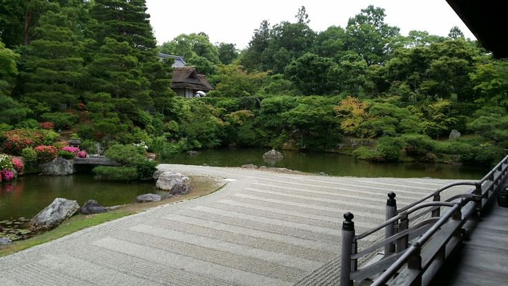 Then into Ninna-ji temple to admire the raked gravel and garden in the soft rain.  Slept well that night......