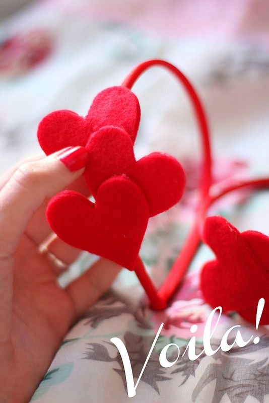 DIY Felt Heart Headband... And how cute would an Easter Egg or Shamrock or Jack-o-lantern or Christmas Ornament or any other holiday felt cut outs would be!!!