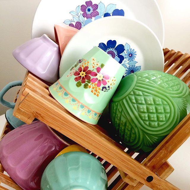 @koraleemt - Doing dishes by hand has its advantages. #dishwasherbroke #happycolors