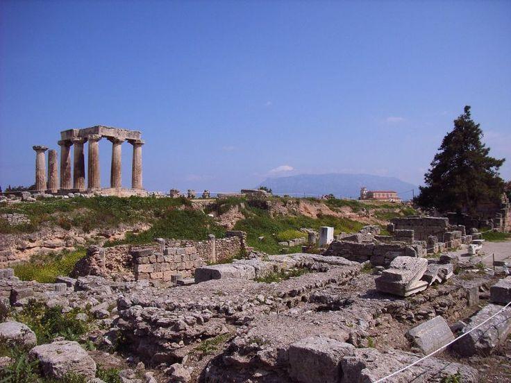 La gran riqueza de la antigua Corinto, y también de la actual, es su extraordinaria ubicación geográfica en el istmo que une la Península del Peloponeso con la Grecia continental.