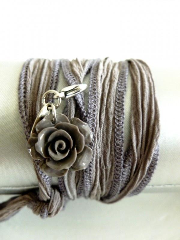 Armband zijde met roosje natuurtinten   BIBA SIERADEN   VILLA VICA