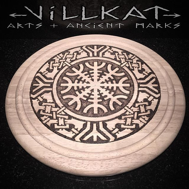 More pyro on wood! The protective power of the dwarves, Aegishjalmur.... #pyrography #woodart #woodburning #aegishjalmur #ancientmarks #paganart #pagan #vikingsunite #artofthenorth #celtic #vikingnation #vikingart #theoldways #norseknotwork #nordicart #knotwork #villkatarts #villkat #runes #ancientmarks #algiz #bindrune #protection