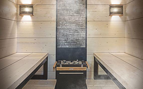 Harvia Scala -saunansisustusmalli on erilainen ja konstailematon lauderatkaisu keskikokoiseen ja suureen saunaan. Scalan ideana on laaja alalaude, joka toimii yhtenäisenä tasona ja ylälauteiden pitkittäinen laudoitus, joka antaa saunaan erittäin modernin ilmeen. Scala-laudemalli on saatavana myös irrallisin istuinjakkaroin, jotka sijoitetaan halutulla tavalla laajalle alalauteelle. Kaikki laudeosat on valmistettu joko lämpökäsitellystä haapapuusta tai lämpökäsitellystä männystä, jonka…