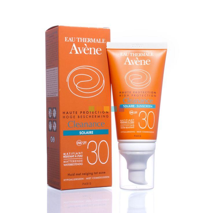 De Avène Cleanance Zon Factor 30 is een hoge zonnebescherming voor de gevoelige huid en biedt een doeltreffende bescherming tegen alle zonnestralen, namelijk lange en korte uv-A- en uv-B-stralen. Te koop bij PharmaMarket.be, jouw online apotheker.