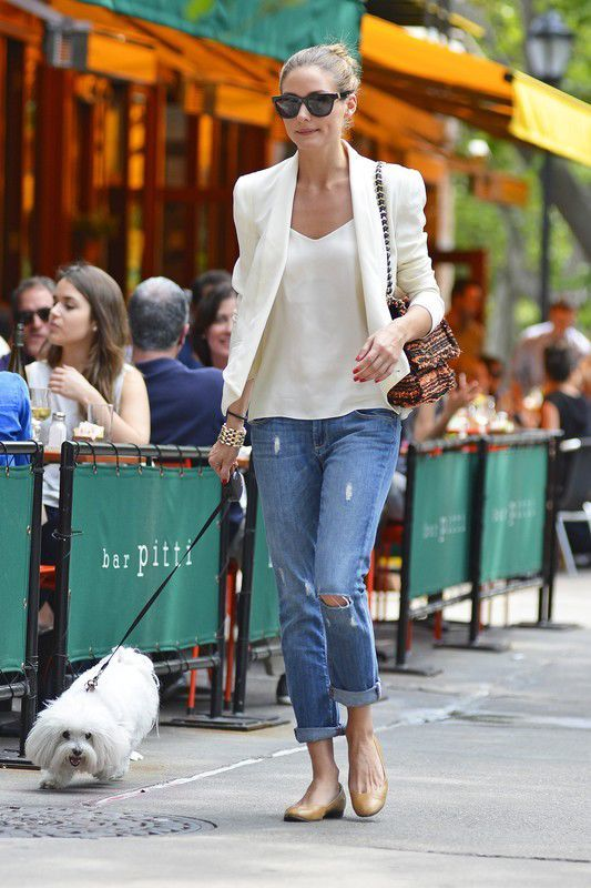 Olivia Palermo na spacerze z psem w Nowym Jorku, fot. East News