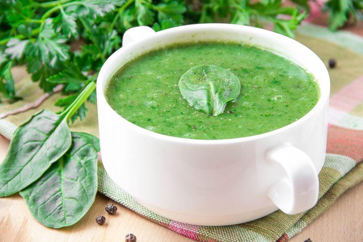 Veja como preparar uma receita de sopa de espinafre com batata yacon, uma ótima opção de sopa detox, com baixo índice glicêmico e muito sabor.