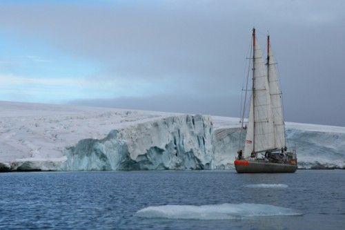 Océan Arctique : le voilier de l'expédition scientifique Tara ...