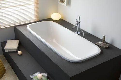 je prefere avec une baignoire à bords rectangulaires mais sinon l'idee est la. Une marche c'est pas mal aussi