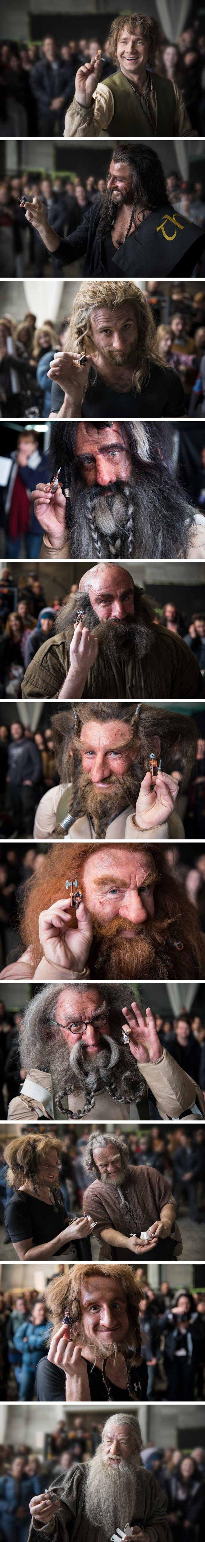"""Personagens de """"O Hobbit"""" posam ao lado de suas miniaturas LEGO"""