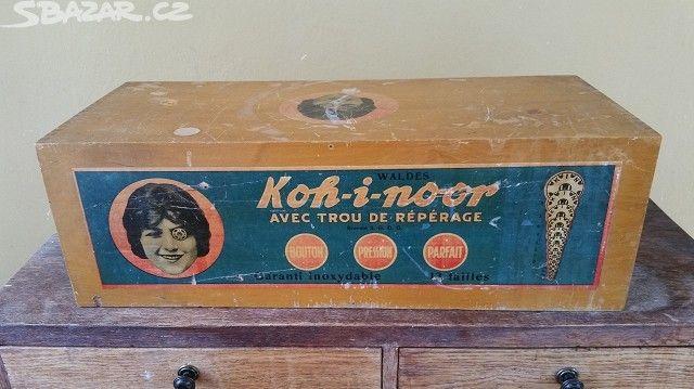 Prodám originální skříňku na šití z 50. let - 500,- 2 šuplík\