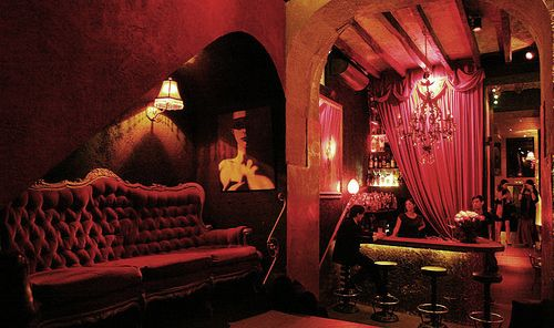 Would love to decorate with burlesque style