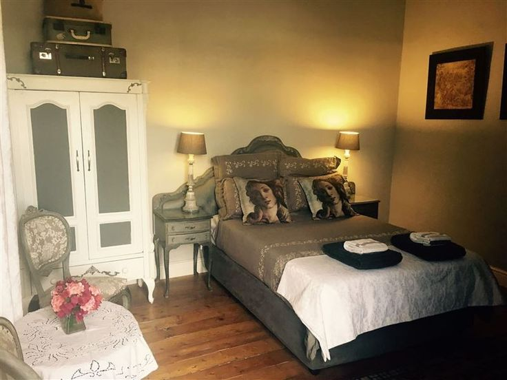 Villa Contessa Boutique Guest house - Villa Contessa a heritage home, was buildt in1896, and renovated into a beautiful and exquisite five-bedroomed guest house.  The luxury spacious bedrooms with beautiful bathrooms capture a walk-through ... #weekendgetaways #beaufortwest #centralkaroo #southafrica
