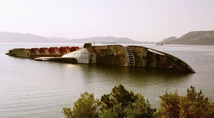 SKY Mediterrâneo - Construído em 1952, na Inglaterra, fez sua última viagem em agosto de 1996, de Brindisi para Patras. Em 1997 ele foi abandonado e deixado na Gréssia. Em 2002, a quantidade de água fez com que o navio começasse a inclinar, sendo necessário aterrá-lo em águas mais rasas.