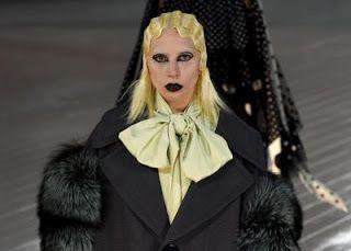 Stai Sereno: Trucco punk e onde platino perLady Gaga (phua!!!!)...