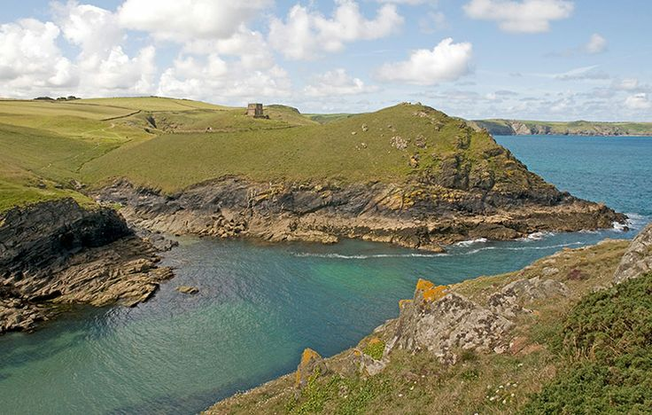 ENGLAND: Cornwall: Doyden Castle, vic. Port Isaac. Photo.: Alamy.  nationaltrustcottages.co.uk