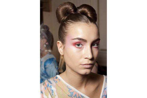 Per Ekaterina Kukhareva l'ispirazione è la Geisha giapponese con un doppio chignon