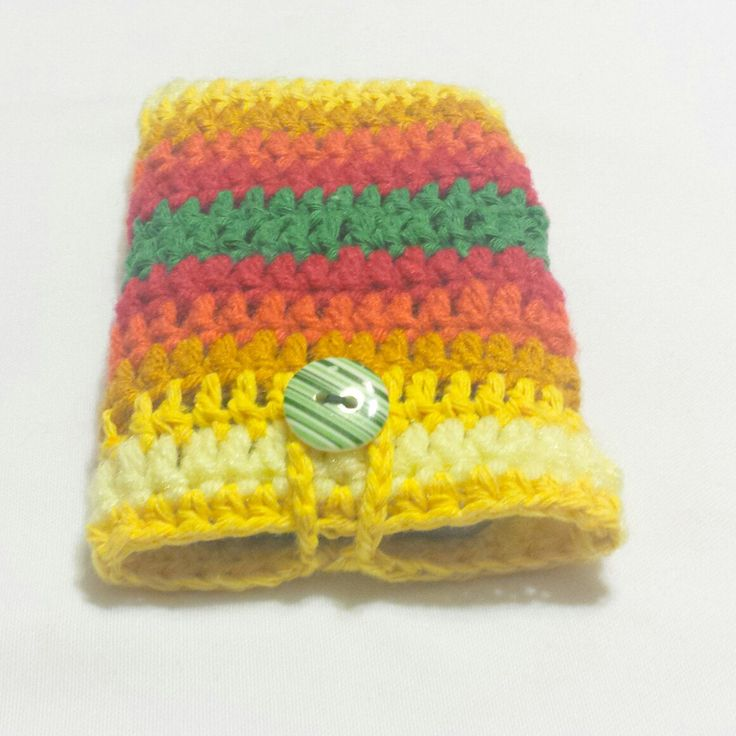 Just finished this crochet iphone case and absolutaly love how this mix of colors turned out. Will be listing it soon.
