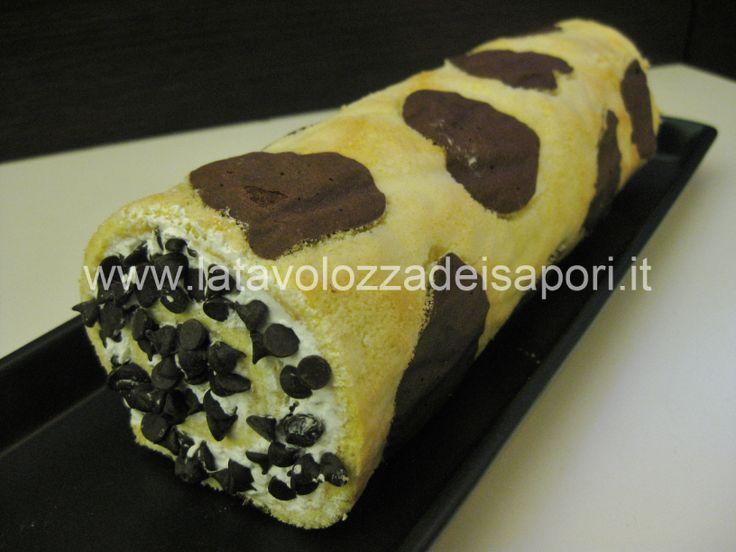 Rotolo di Cuori al Cacao farcito con Panna e Cioccolato   http://www.latavolozzadeisapori.it/ricette/rotolo-di-cuori-al-cacao-farcito-con-panna-e-cioccolato/