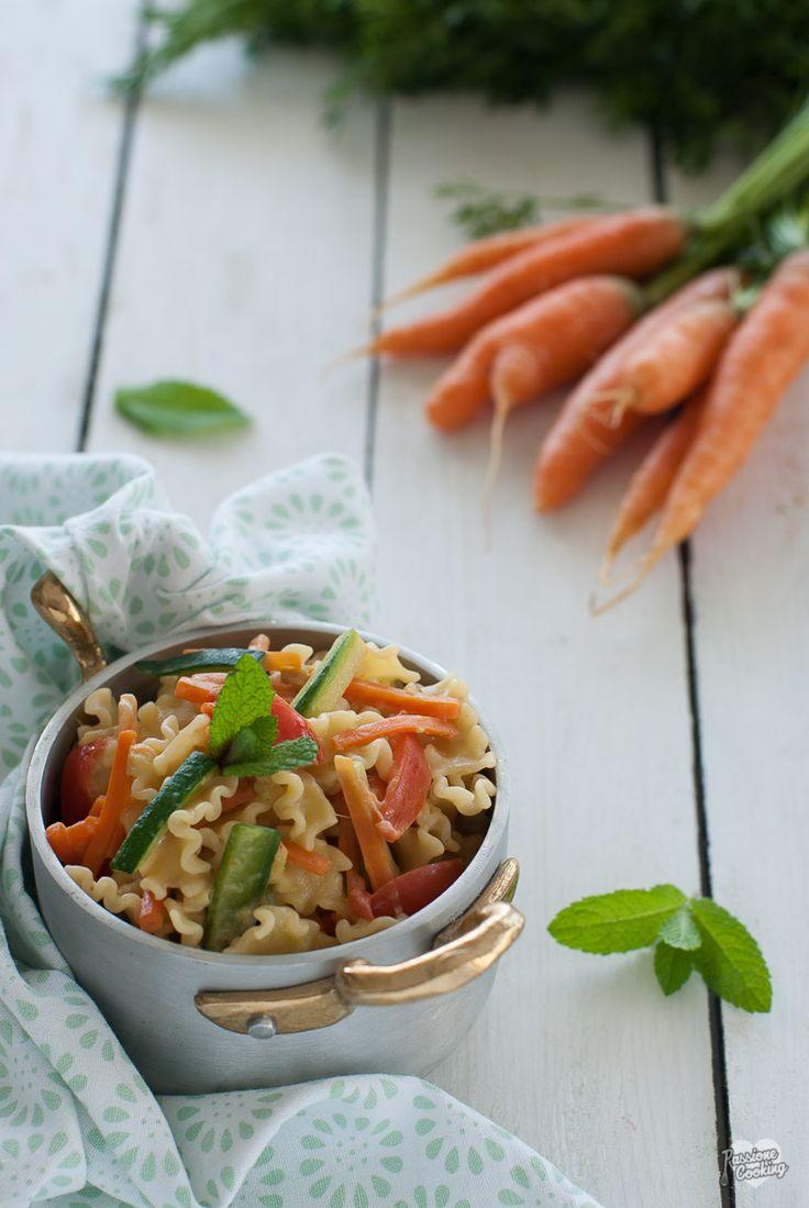 Pasta primavera con carote e zucchine http://blog.giallozafferano.it/passionecooking/pasta-primavera-ricetta-vegetariana/