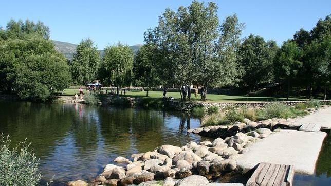 Una recopilación de los mejores sitios para bañarse en piscinas naturales cerca de Madrid.