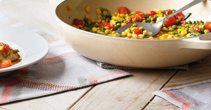 Casserole de poulet au maïs, aux petits pois et aux tomates succotash Recettes | Ricardo