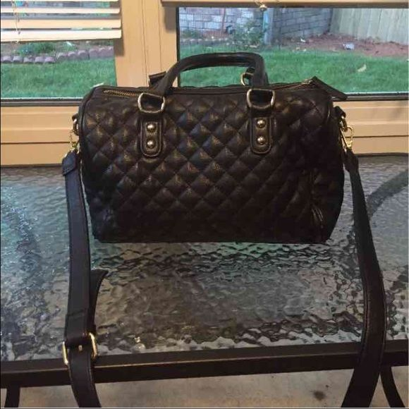 RARE Forever 21 CrossBody Quilted Purse Like new  Never worn  No tags  Gold ⭐️ Be sure to check out my other items! I also have Papaya, Charlotte Ruuse, Forever 21, Michael Kors, H&M , Rue 21, Pacsun, Bullhead, etc ! If they are not listed they will be listed soon l...Thanks ! Forever 21 Bags Crossbody Bags