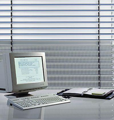 Buitenjaloezie voor computer werkplek