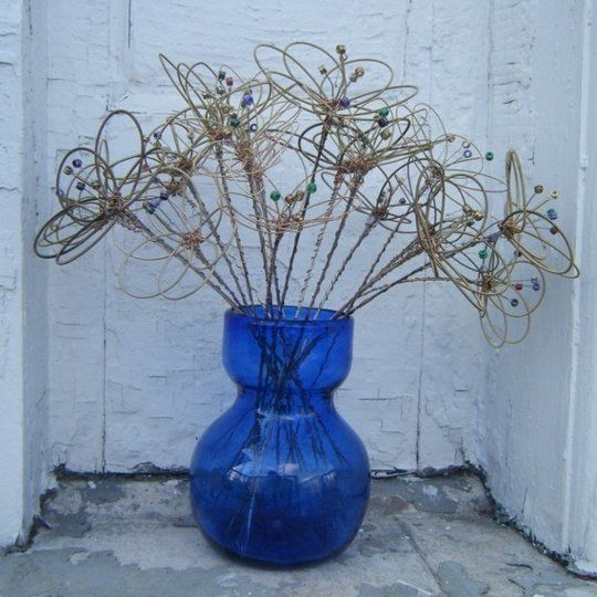Floral Centerpieces from Used Guitar Strings I know what to do with my used guitar strings!!!