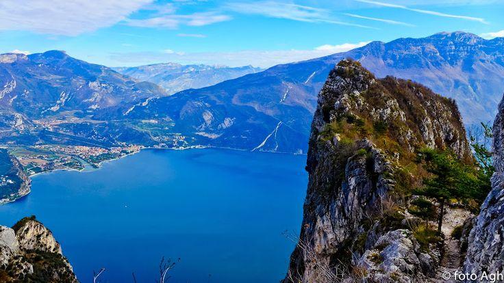 """Ferrata """"Susatti"""" a Cima Capi m 907 in Val di Ledro. Percorso facile con panorami grandiosi sul Lago di Garda! ● http://girovagandoinmontagna.com/gim/vie-ferrate-in-trentino/(alpi-di-ledro)-ferrata-'susatti'-a-cima-capi-m-907/"""