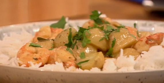 Gino D'acampo serves up a delicious looking spicy Thai prawn curry on Let's Do Lunch for actress Jodie Prenger. The ingredients are: 1 tbsp vegetable oil, 2 heaped tbsp massaman curry paste, I red chilli, finely chopped, 2 lemon grass stalks, bashed with the back of a knife, A few kaffir lime leaves (fresh or dried), 5cm piece of ginger, cut into thick slices, 2 x 400ml cans coconut milk, 200g new potatoes, cooked and halved, 400g prawns, shelled and de-veined, 1 -2 tsp brown sugar, fish...