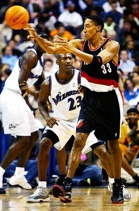 Rare picture of Jordan vs Pippen