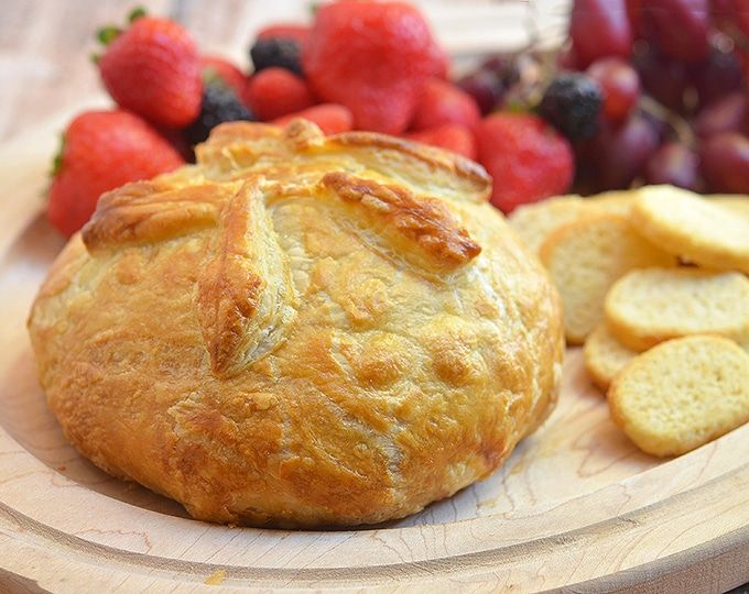Brie En Croute Recipe With Images Brie Puff Pastry Brie En