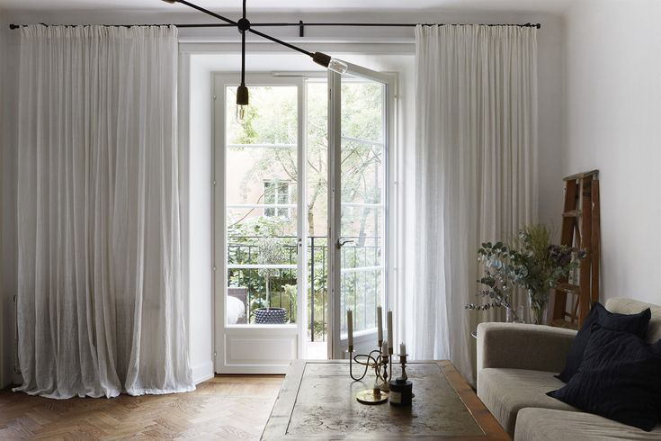 Scandinavian doors, curtains. Bergsundsgatan 19 | Fantastic Frank