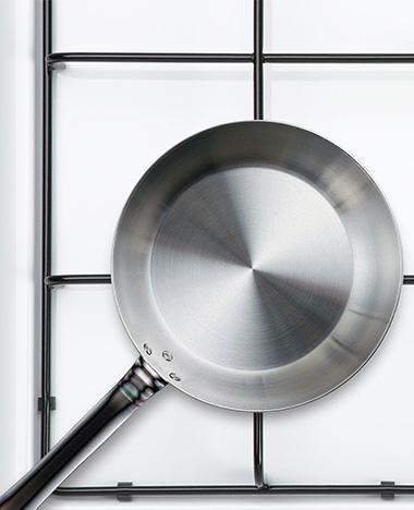 Het gasfornuis poetsen doen maar weinig mensen met plezier. Met deze tips is de aluminium gaspitten en gietijzeren pannendragers schoonmaken een eitje!