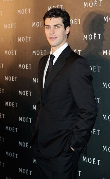 roberto bolle. Hi, can I please have a Roberto Bolle? Thanks.